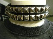 (RAZOR).....PYRAMID LEATHER CHOKER (MDLC0080)