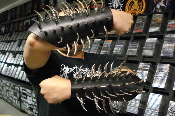 (BURZUM).....LEATHER CLAW SPIKE GAUNTLET.(MDLG0100).