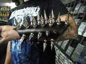 (CARPATHIAN FOREST).....GIANT SPIKE GAUNTLET(MDLG0120)