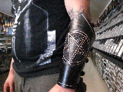 (HECATE ENTHRONED).....CARVED PENTAGRAM GAUNTLET (MDLG0166)