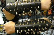 BEHERIT ...LEATHER BULLDOG CONE SPIKED GAUNTLET...(MDLG0098)