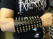 JUDAS ISCARIOT ...Small Spikes Leather Gauntlet (MDLG0006)