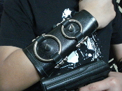 ARGHOSLENT ...LEATHER OLD SCHOOL RINGED BRACER   (MDLUG0261)