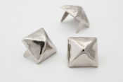 STOLAS ...5/8 inch 16mm silver pyramid stud - Bag of 100   02